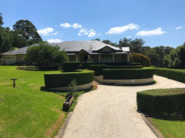 Glenhaven<br>Hedging, tree pruning & lawn mowing